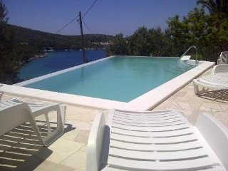 Villa  S & T  Hvar  Apartment 1 for 8 persons  mit pool near the beach 4+4