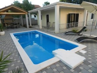 Villa/Apartment Roxy for 4+1 persons, with pool in Vodice
