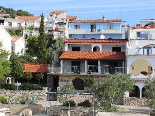 Villa/Apartments Unique Mima3 for 5 persons in Murter-Tisno,beach area (Pets