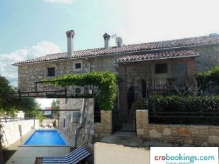 DS Stone house with pool   for 10 +2 persons Porec