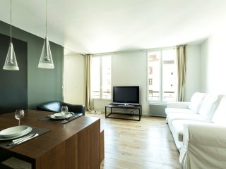 Lovely 1bdr steps from Eiffel Tower!