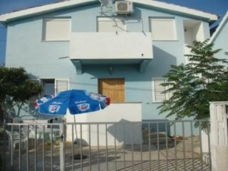 Apartments Sha for 2 person in Petrcane