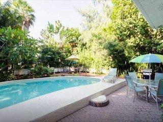 Treasure Island Beach Florida, Pool Wifi Walk to Beach Sleeps 2