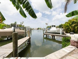 Madeira Beach Waterfront Inter-coastal Dock John's Pass Village Sleeps 12