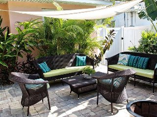 Exclusive 3 bedroom beachside home, Sleeps 6, Outdoor Seating and Grilling