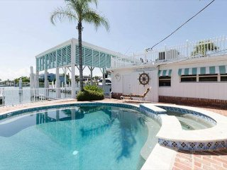 Historic Waterfront House on the Bay - Pool, Hot Tub, Fishing, Dock, Wifi