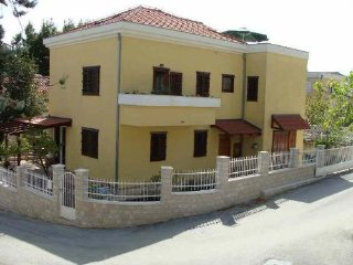 Apartments Goga, beach area for 9 persons