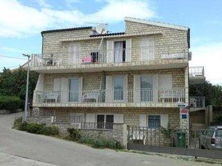 Apartments  Mira P 2 Pirovac 5 persons