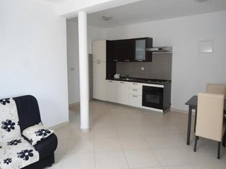 Apartment Dora, beach 100 m for 4 persons