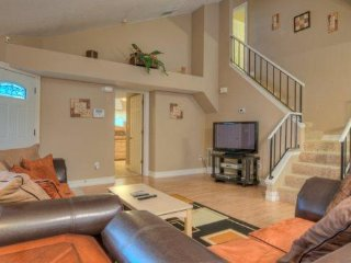 2520DC. Gorgeous 3 Bed 2 Bath Pool Home Near The Attractions