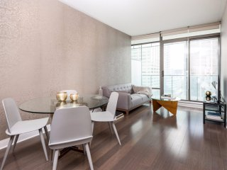 Beautiful Modern Yorkville 1 Bedroom Condo W. Balcony