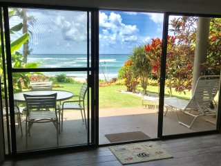 516 Lae Nani Wailua BEACHFRONT luxury 2BR just 25 steps to sand, new remodel