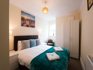 Hampton House, 2 bedroomed apartment (sleeps 5) with parking