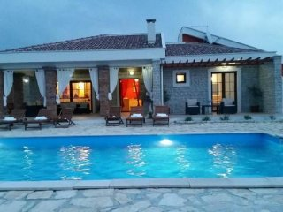 Festival Villa Dalmatia with pool for 8 person