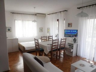 Low cost Apartment Ankica for 5 persons Borik