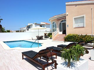"Amazing villa close to Quesada""s centre with private swimming pool and BBQ,6 pax"