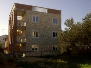 One bedroom apartment number 5 in beautiful stonehouse neare barbarellas