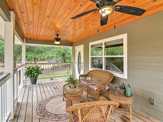 NEW! Cozy 1BR Crystal River Cottage w/Porch & Deck