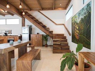 Casa Luz: Elegant getaway, 2BR, A/C, wifi, pool, very central & 200m from beach!