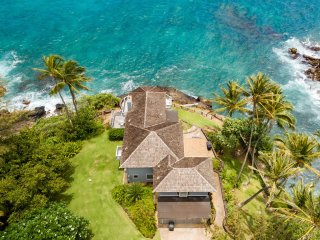 Hale Moku Ocean front 4 bedroom house with stunning ocean views