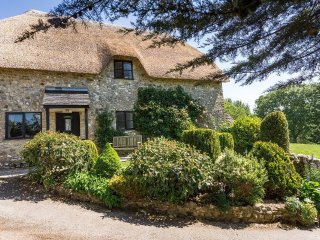 KINGFISHER COTTAGE, country cottage, dog friendly, private garden, Ref: 962642