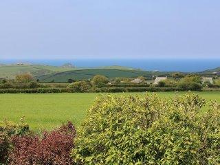 ENGLANDS PIECE dormer bungalow, 180 degree coastal views, Wifi, near Porth