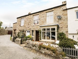 MOORCROFT, open fire and woodburning stove, character, in Reeth, Ref 961820