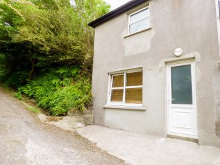 THE APARTMENT, upside down, lovely views, in Skibbereen, Ref 961459