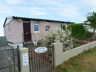WAGTAIL COTTAGE, charming single storey, hot tub, near Castle Douglas, ref:96027