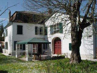 Maison Miqueou Gite meuble entre Pays Basque, Bearn et campagne