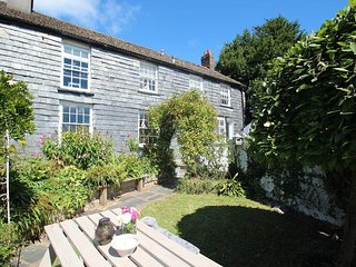BELLE VIEW HOUSE delightful Grade II listed cottage, lovely garden, near Looe