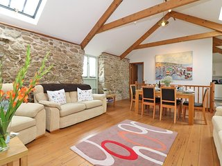BARNEYS BARN delightful barn conversion, three super-king bedrooms, terrace and
