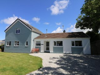 PENHAVEN detached two storey clapperboard style house sleeps ten in five