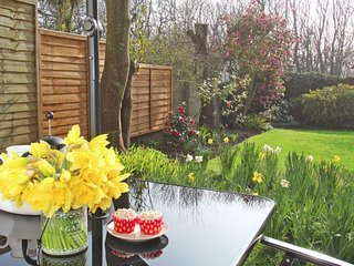 GARDEN LODGE, beach within 4 miles, shops and pubs within a 7 minute walk