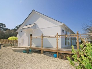 BARLENDEW LODGE modern bungalow, beautifully appointed, decked patio, rural