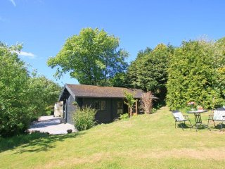 POND CABIN cute log cabin, lush garden with pond, 7 miles to Falmouth, Ref