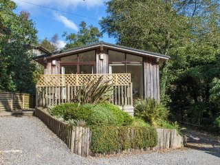 HILLSIDE LODGE Scandinavian lodge, all on one level, countryside, in Slapton