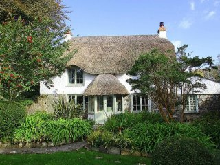 THATCH COTTAGE detached thatched cottage near Coverack.  Exposed beams, wood