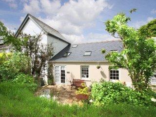GARDEN VIEW modern annex, barrel sauna in the garden, WiFi, off road parking