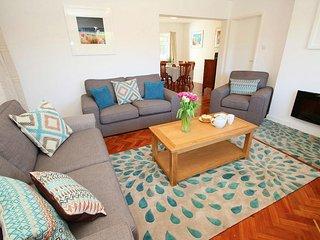 GARDEN APARTMENT ground floor apartment, walk to beach, in Portchurno, Ref xxxxx