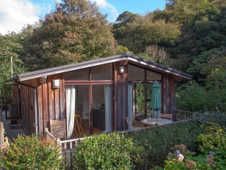 THE HIDE, Scandinavian timber lodge, timber deck, Dog friendly, Slapton 2