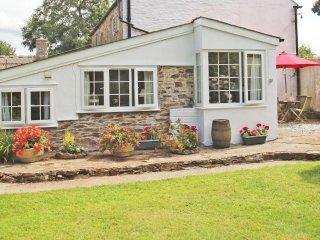 ROWAN semi-detached cottage on one level, ten minutes to beach, near