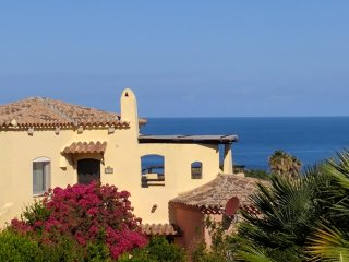 Panoramic Sea Views, Sun Terrace, 7 mins Walk to Beach