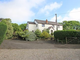 BARVANJACK hideaway country cottage, lovely garden, close to Helford River, Ref
