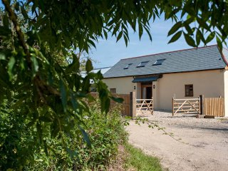 DOOMSDAY BARN, historic barn conversion in Mid Devon, woodburner, dog friendly