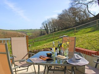 HIGHER ORCHARD modern cottage, patio garden, woodburner, close to beaches and