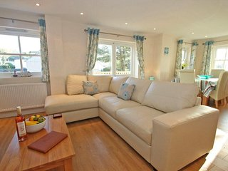 TOWAN MEWS modern townhouse, enclosed garden, short drive to beaches in Hayle