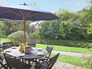 KERNOW COTTAGE modern house in holiday village with leisure amenities, walk to