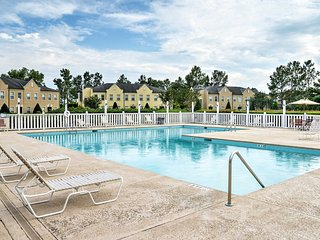 NEW! 2BR Golf-View Myrtle Beach Condo w/Pool!