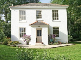 PENWARNE LODGE pretty country cottage, beautiful gardens, close to Falmouth and